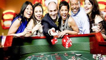 co-nen-choi-danh-bai-casino-truc-tuyen